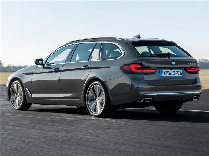 BMW 5-Series Touring 2021 вид сзади