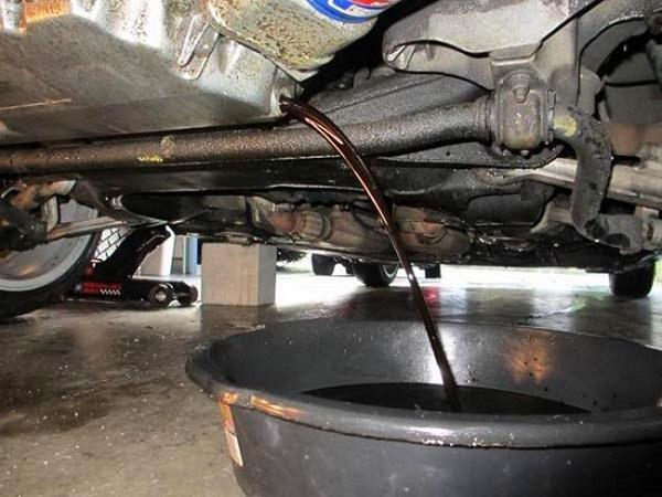 Как менять масло в двигателе