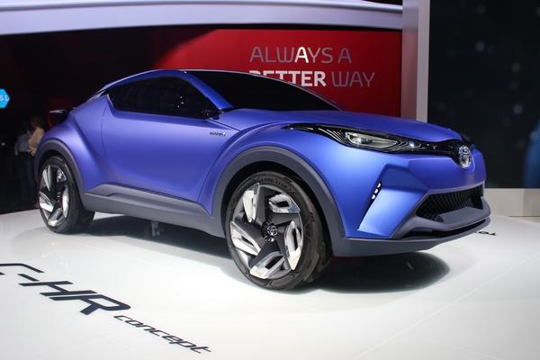 Обновлённый кроссовер C-HR покажет Toyota на автосалоне в Женеве