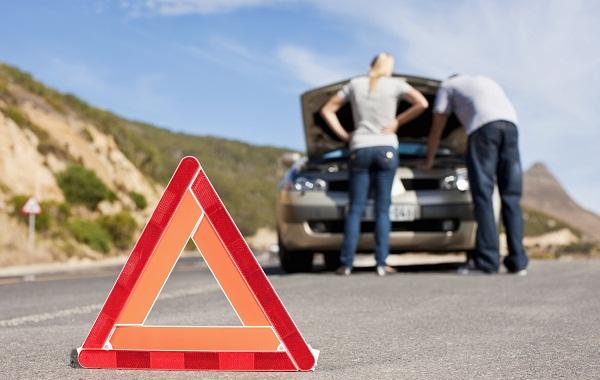 ремонт автомобиля на дороге