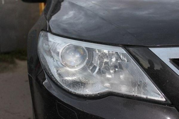 Почему запотевают фары автомобиля