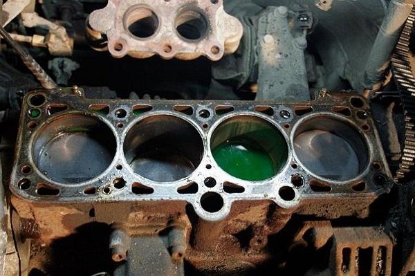 Как происходит гидроудар двигателя