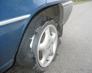 Что делать если пробило колесо на скорости?