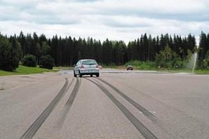 Почему уводит машину в сторону?