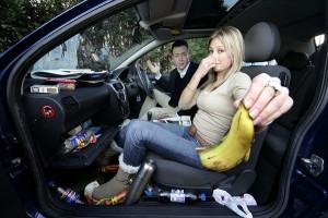Как избавиться от запаха в машине?