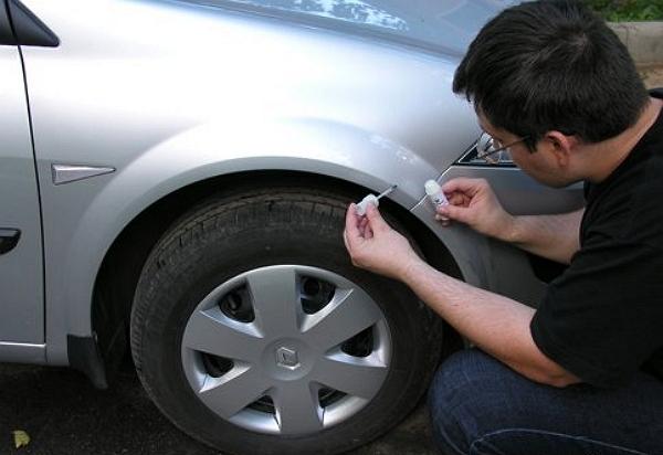 Закрасить царапину на авто своими руками