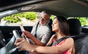Как научиться водить машину с нуля?