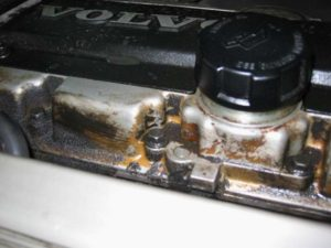 Причины течи масла в двигателе автомобиля