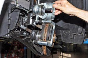 Как заменить задние тормозные колодки на Шевроле Круз?