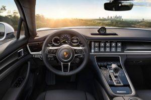 Компания Porsche покажет в Париже гибридный Panamera 4 E-Hybrid