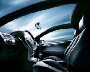 Как защитить автостекло от повреждения?