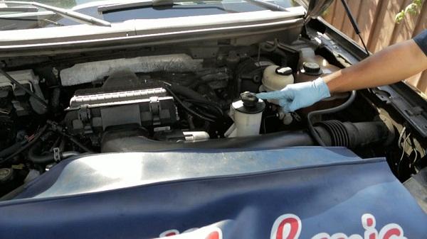 Как проверить и долить рабочую жидкость гидроусилителя руля?