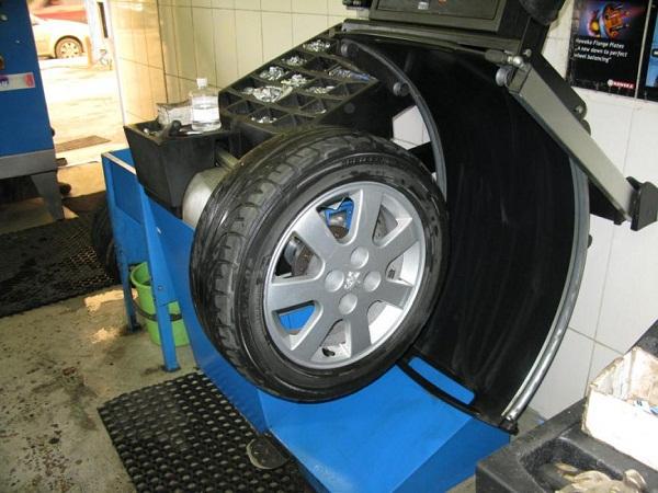 Каким образом выполняется балансировка колес