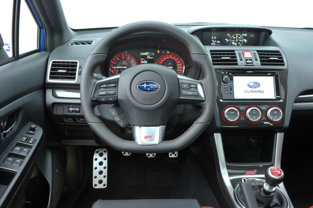 Subaru WRX STI 2017 интерьер