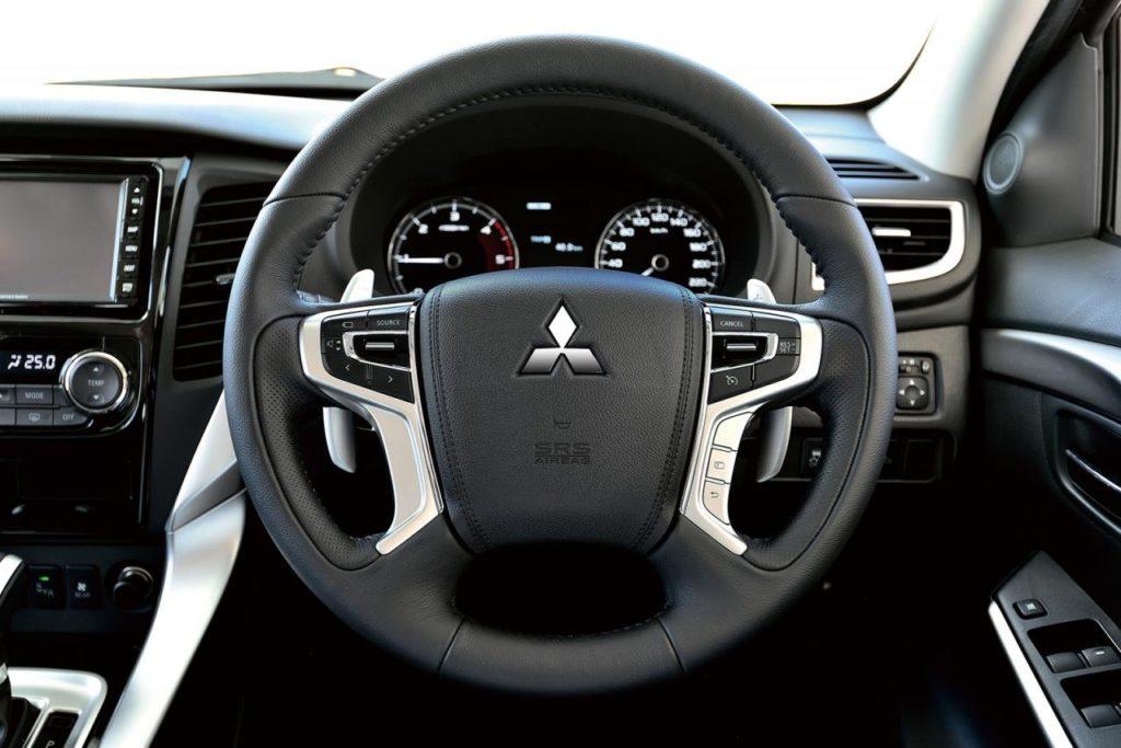 Mitsubishi Pajero Sport 2017 руль