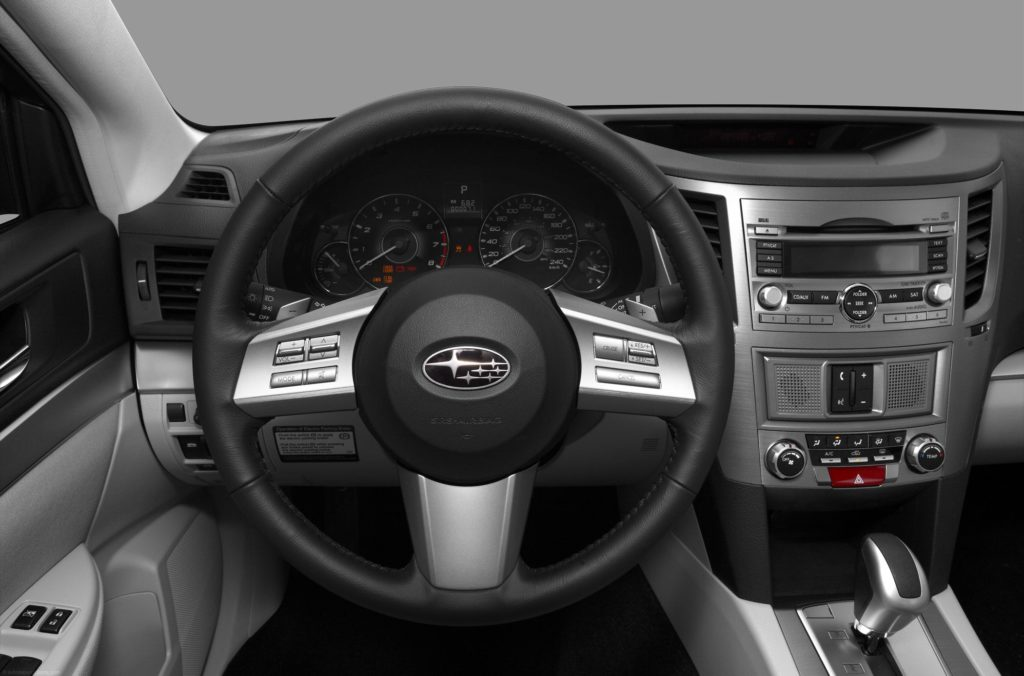 Subaru Legacy II салон