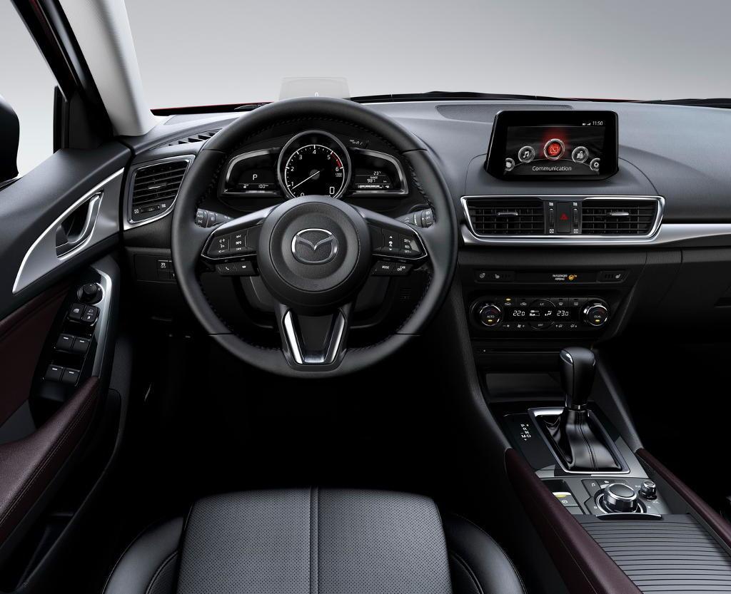 Mazda 3 салон