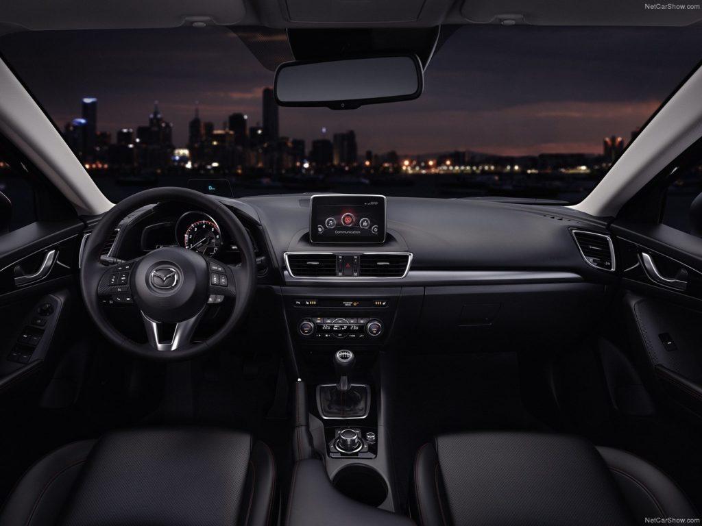 Mazda 3 внутри