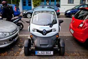 Renault Twizy на стоянке