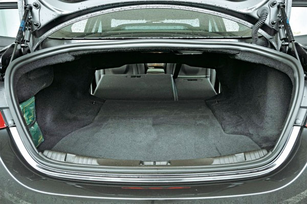 jaguar xf объем багажника