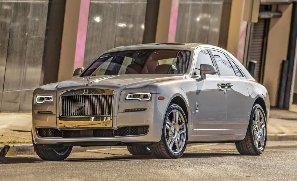 rolls royce ghost .