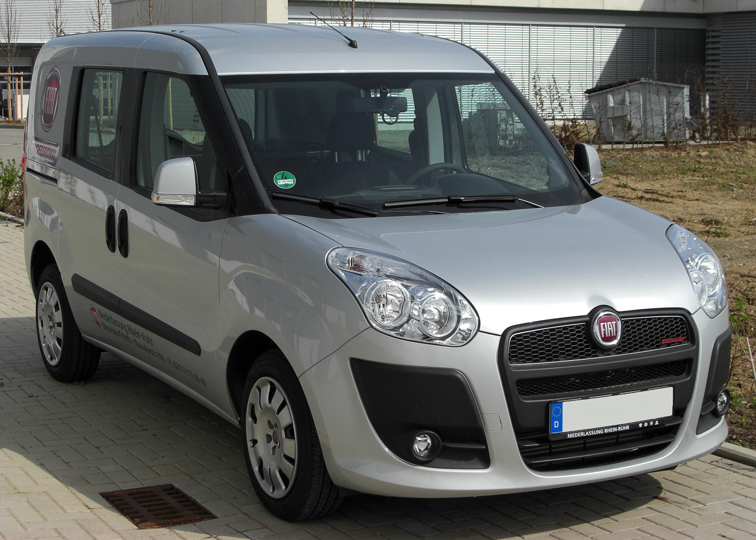 спереди Fiat Doblo