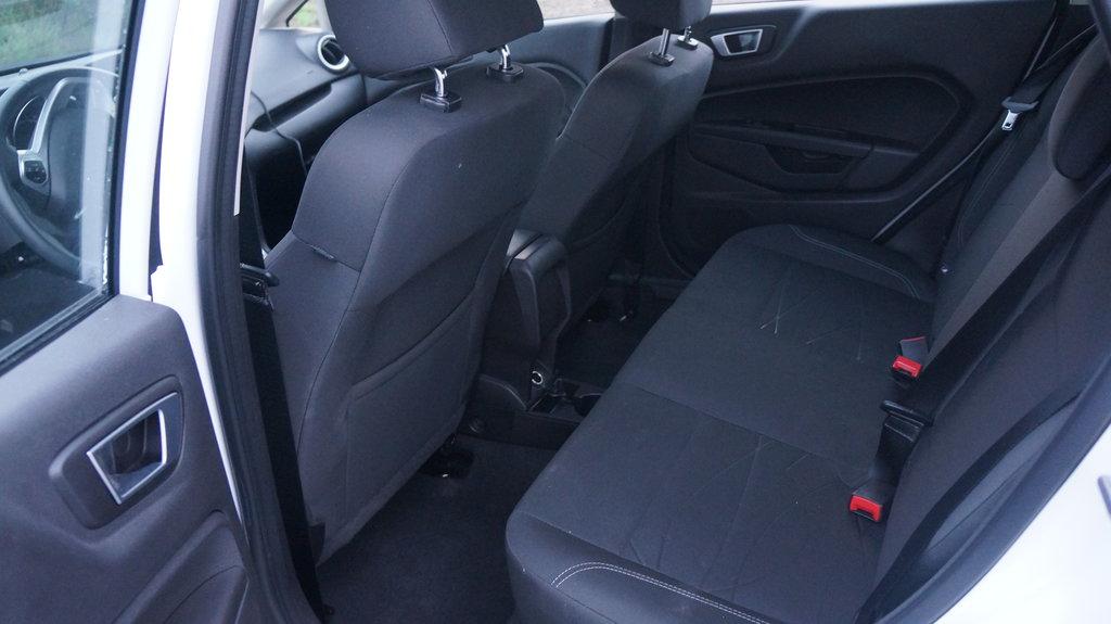 внутри Ford Fiesta