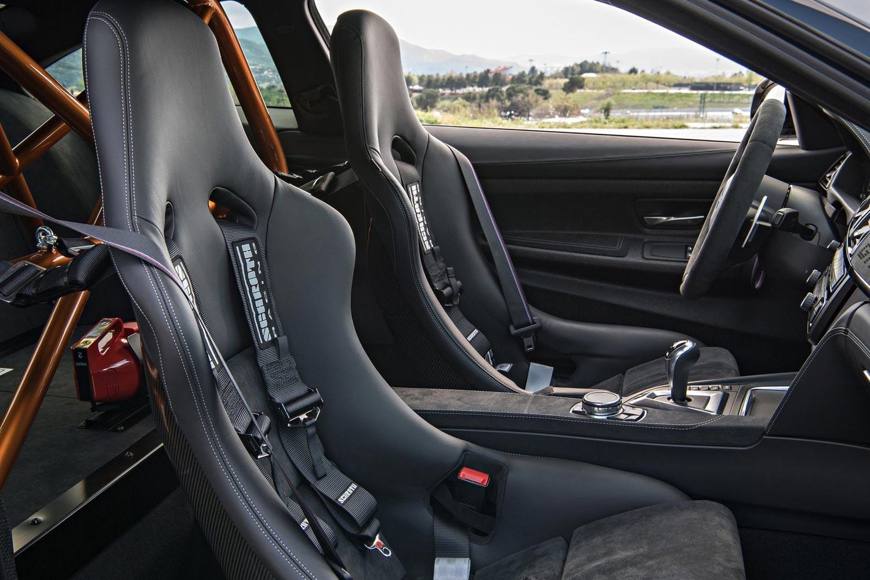 BMW M4 салон.