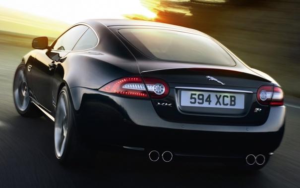 Jaguar XK сзади