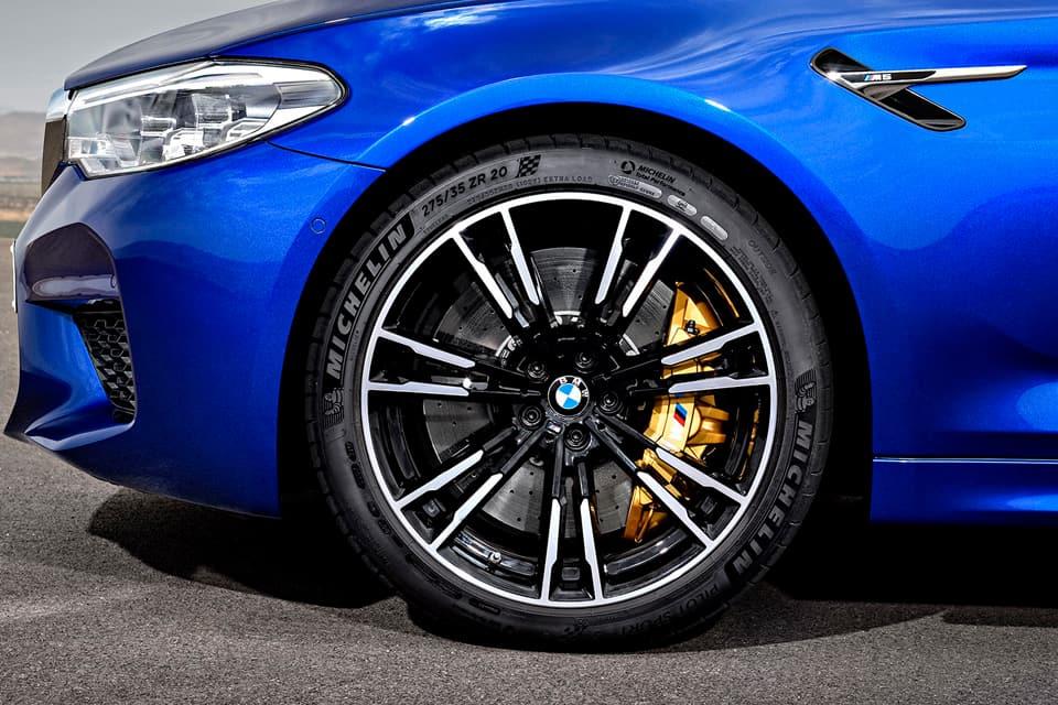BMW M5 F90. диски