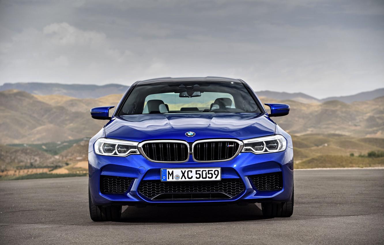BMW M5 F90. вид спереди
