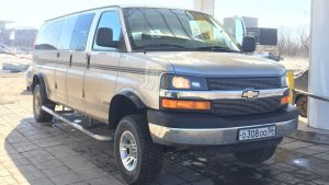 Chevrolet Express спереди