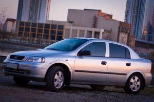 Chevrolet Viva серебристый