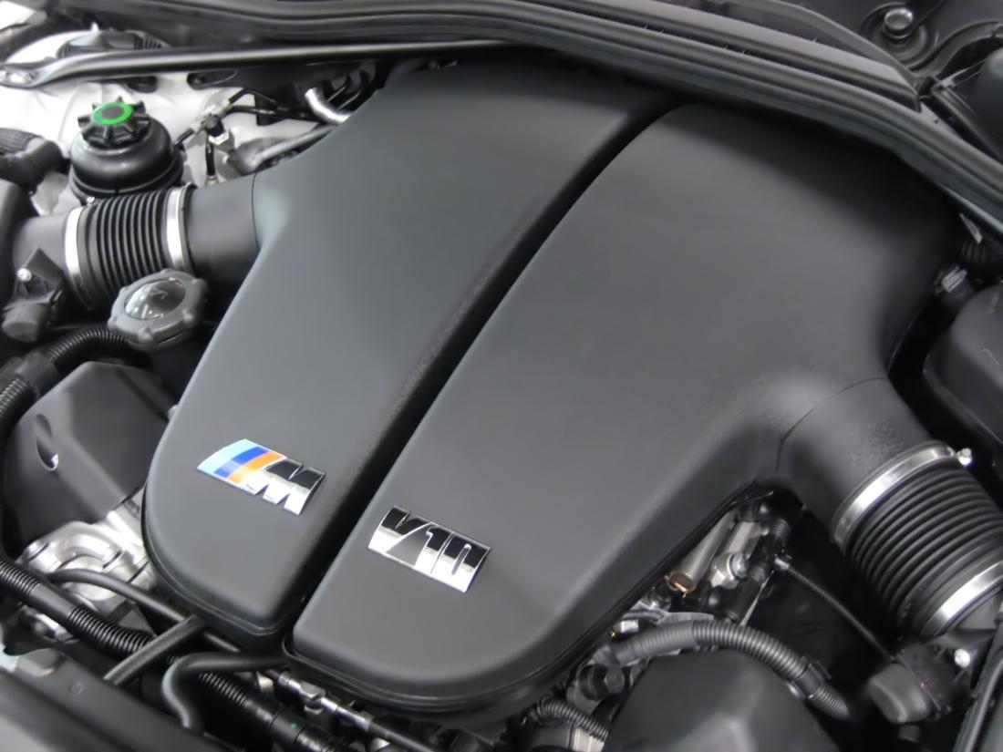 bmw m6 двигатель.