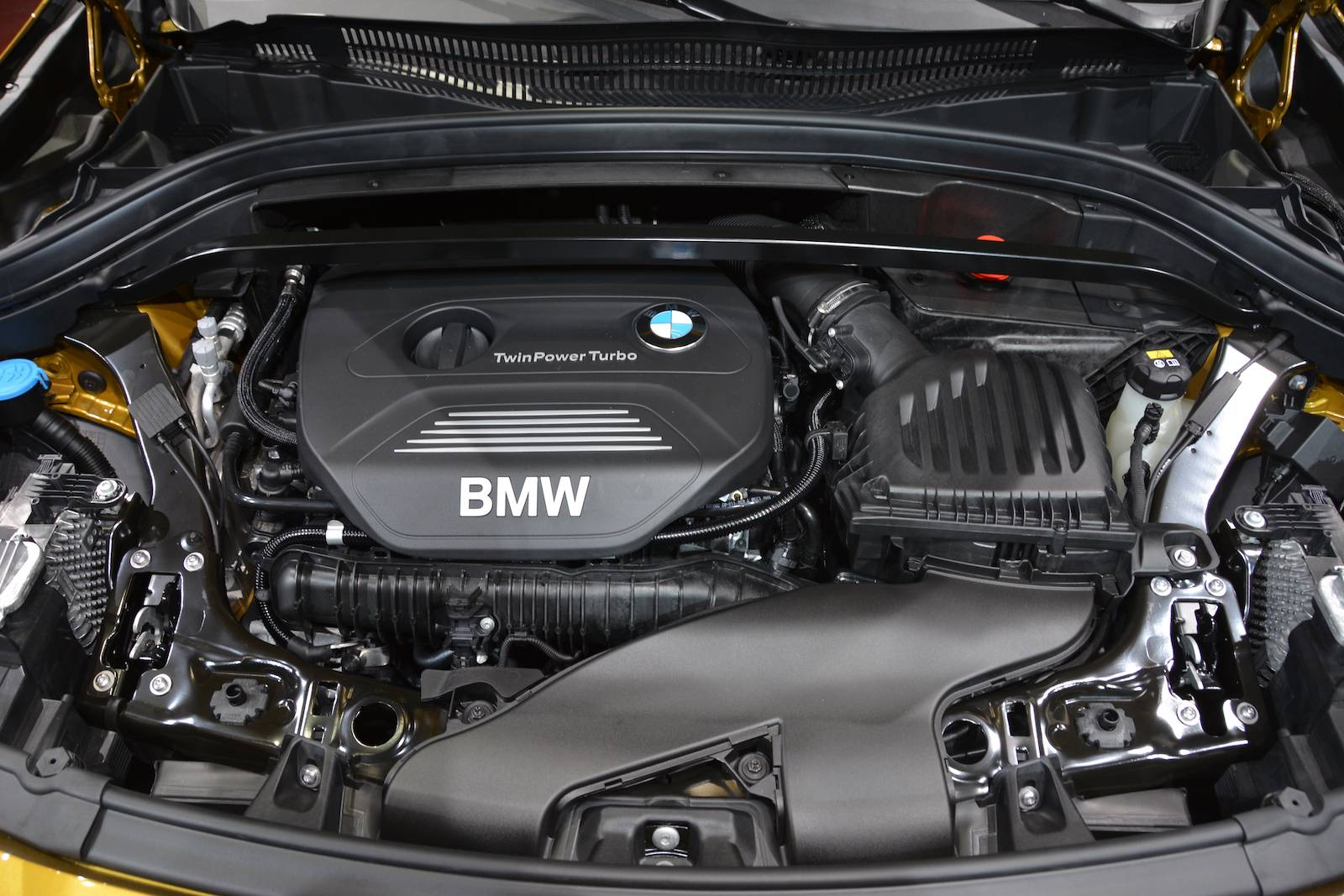 bmw x2 двигатель .