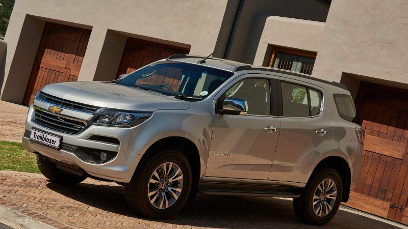 chevrolet trailblazer 2019 серый