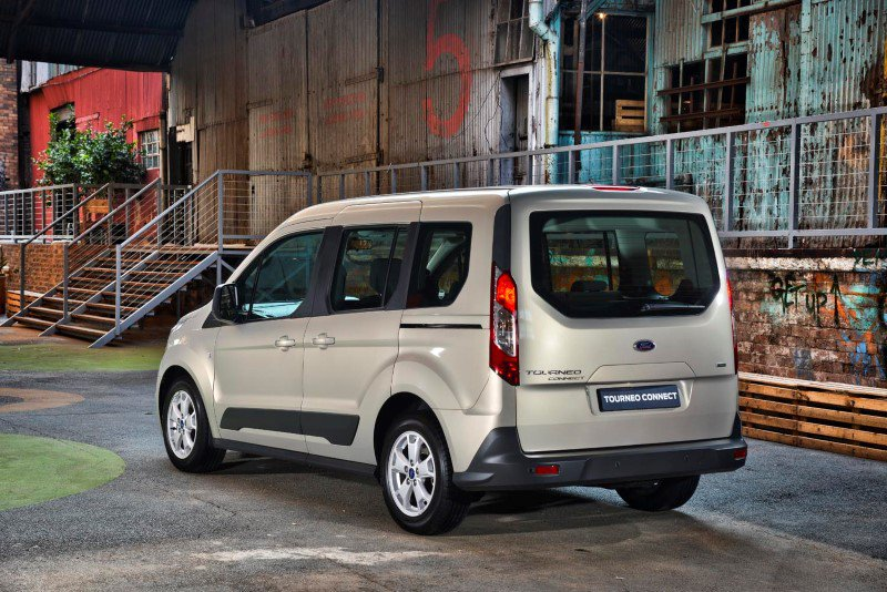 ford transit connect сзади