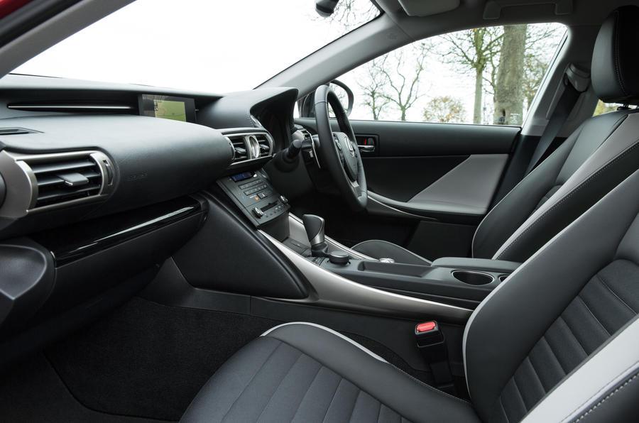 lexus is300h se interior
