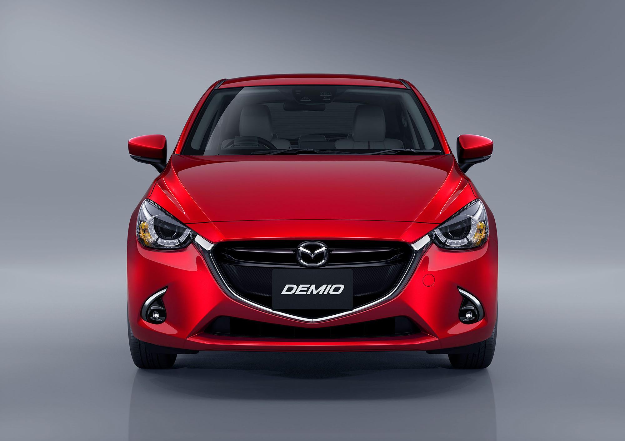 Mazda Demio спереди