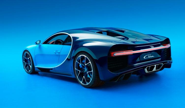 Bugatti Chiron: вид сзади