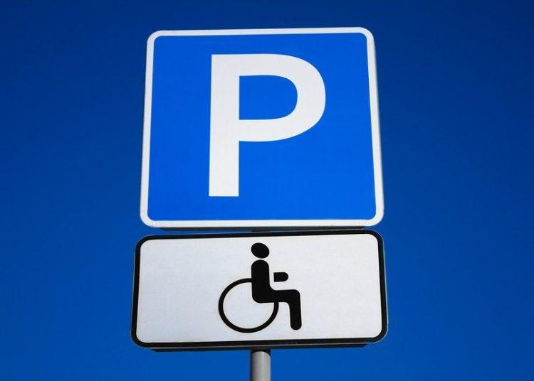 Знак парковки и инвалида